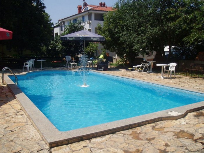 Pool 15x10m